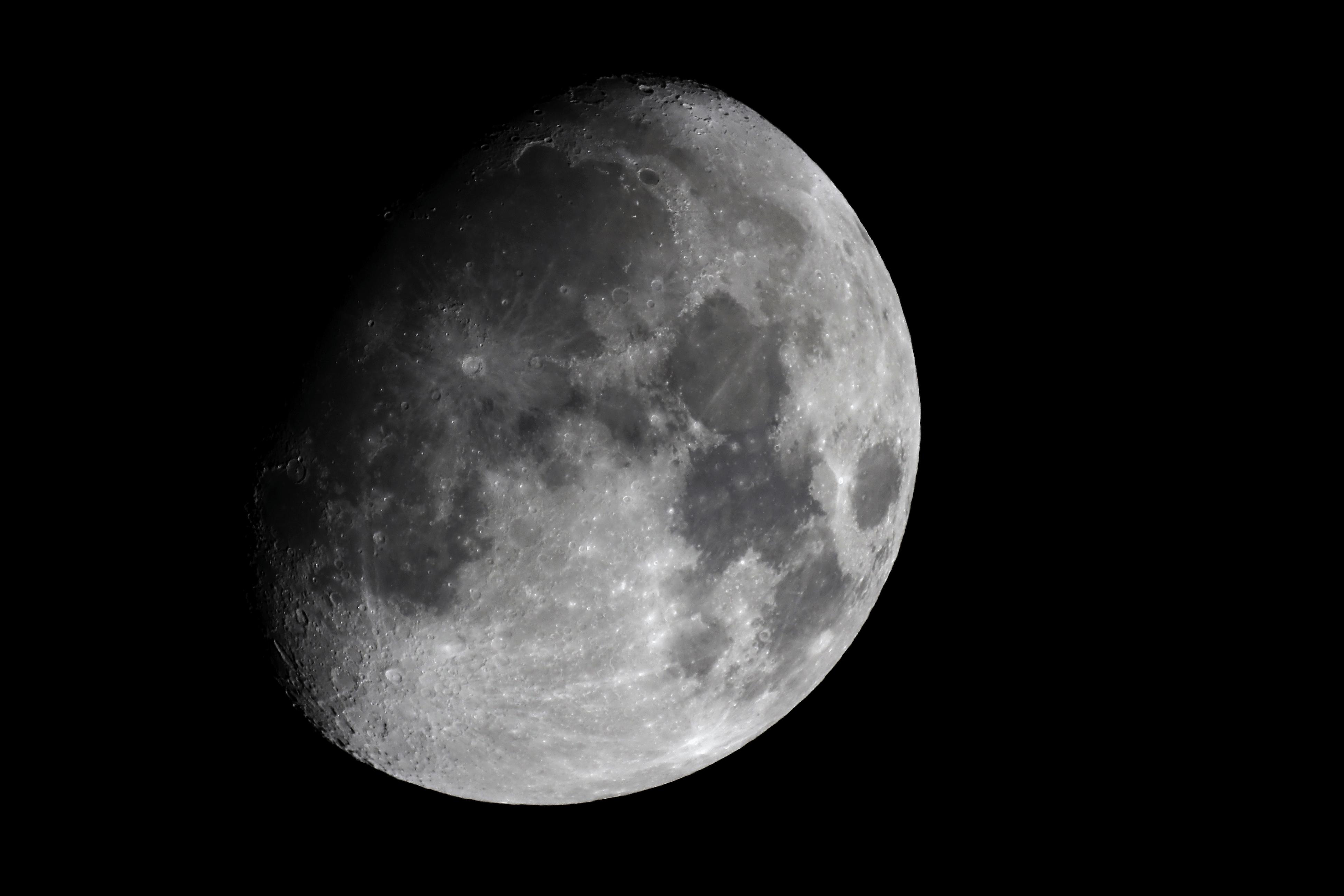 Luna gibosa creciente captando el cosmos for Que es luna creciente