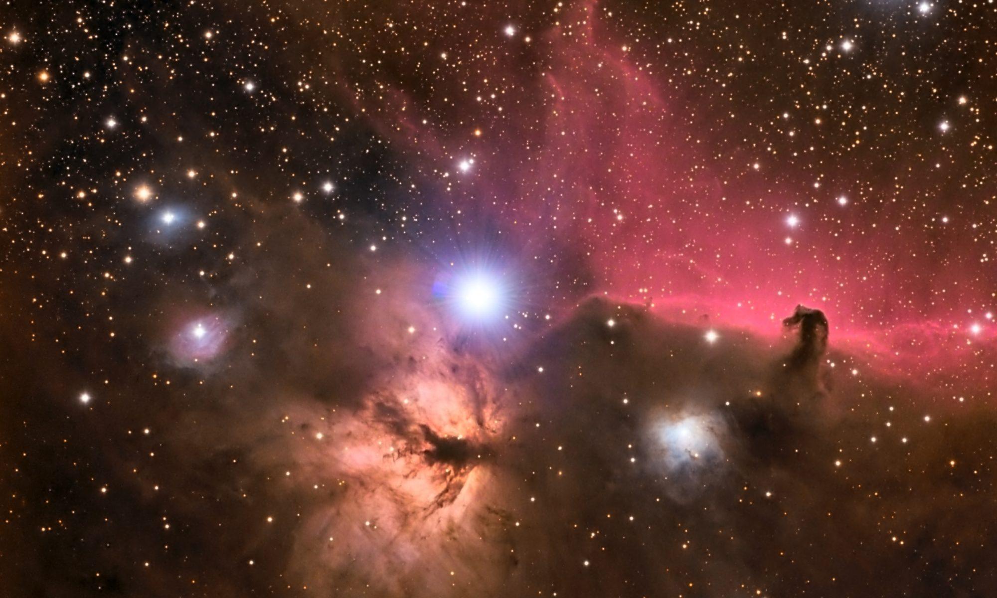 La estrella Alnitak, una de las estrellas del cinturón de Orión, y sus alrededores, incluyendo la Nebulosa de la Llama y la Nebulosa de Cabeza de Caballo.