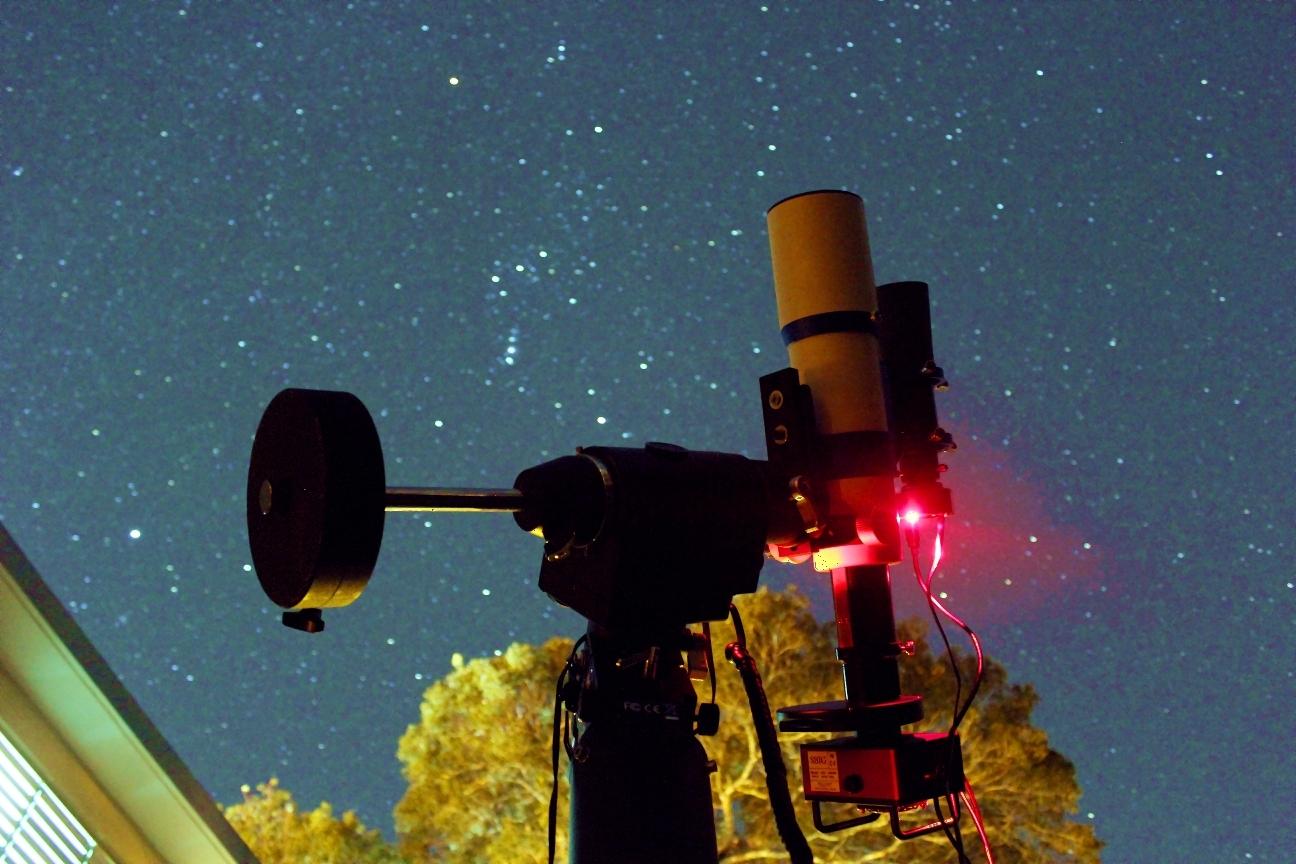 Orión ya está en el meridiano a eso de las 10:00PM hora local, relativamente temprano ya para la astrofotografía. Crédito: Gustavo Sánchez/Captando el Cosmos.
