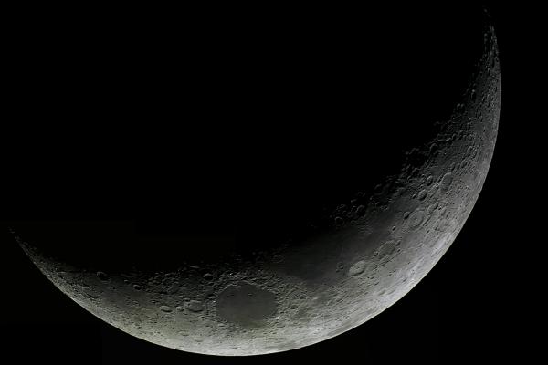 Mosaico de 11 imágenes de la luna creciente desde Isabela, PR. Crédito: Gustavo Sánchez/Captando el Cosmos