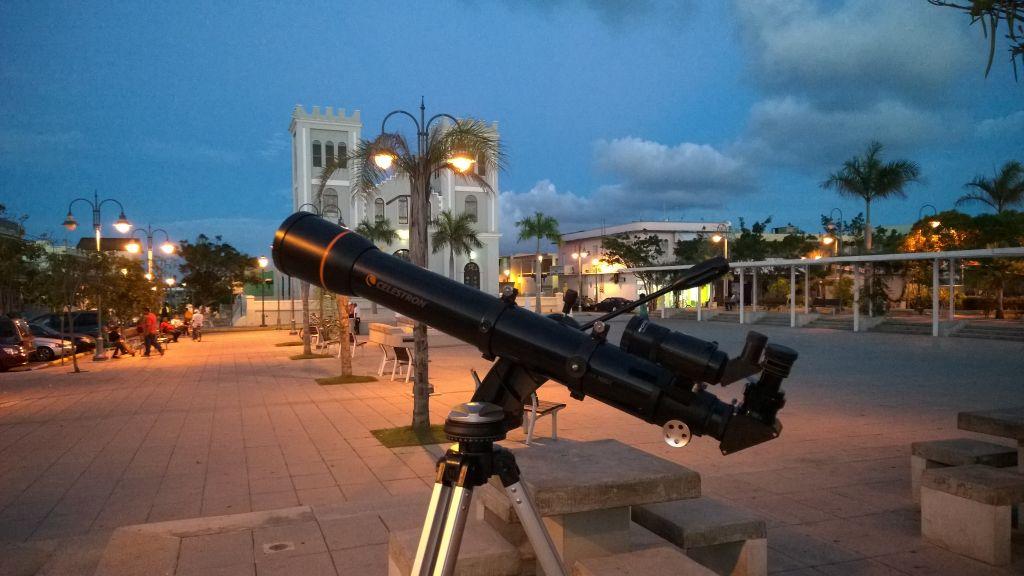 Observando desde la plaza pública de Isabela, Puerto Rico.