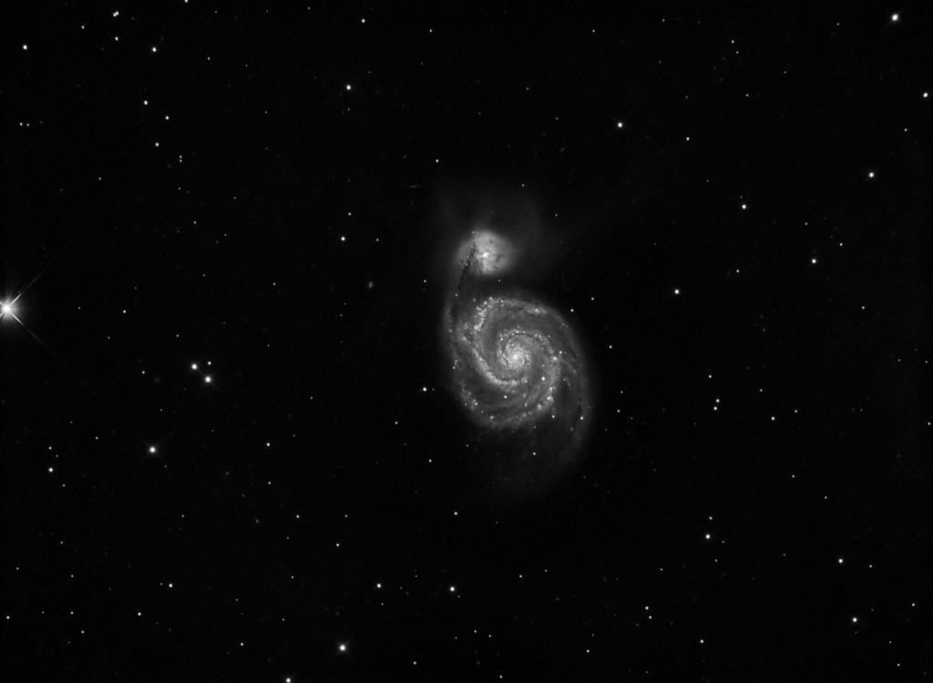 Imagen de luminancia de Messier 51 procesada completamente en StarTools. (Crédito: Gustavo Sánchez/Captando el Cosmos)