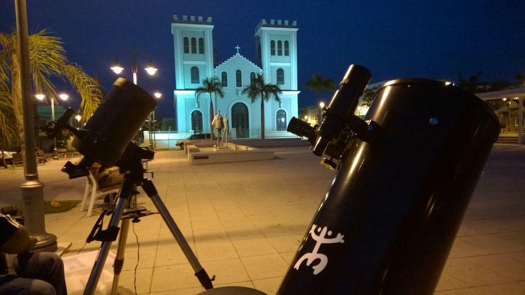 Astronomía en la plaza de Isabela, PR.